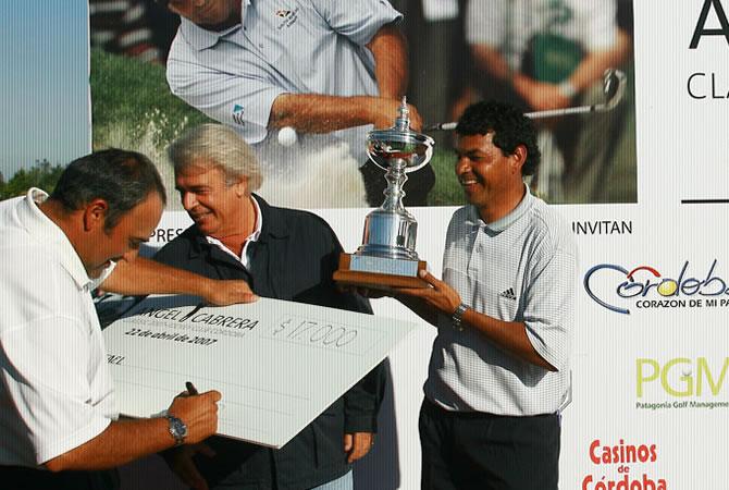 Diseño de cheque gigante en foamboard para entrega simbólica de premios.