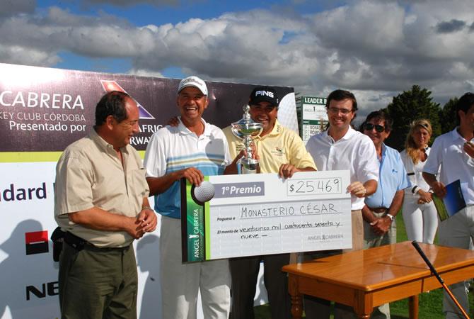 Diseño de lonas background y de cheque gigante en foamboard para entrega simbólica de premios.