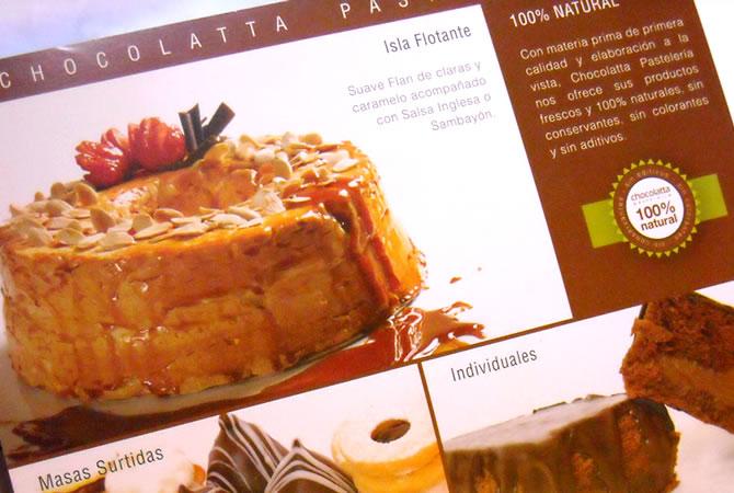 Diseño de sello de calidad para los productos de marca Chocolatta, 100% Natural. Diseño folleto díptico para apertura del local, sucursal Nueva Córdoba.